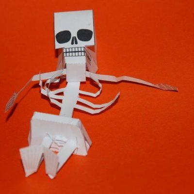 squelette en papier, découpage et collage