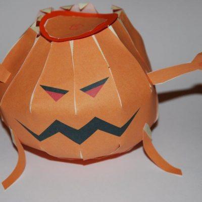 Citrouille monstrueuse en papier