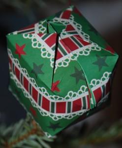 Boule cube papier Noel