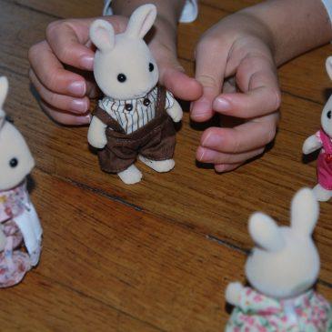 Nos petits invités: la famille Lapin Crème de Sylvanian families