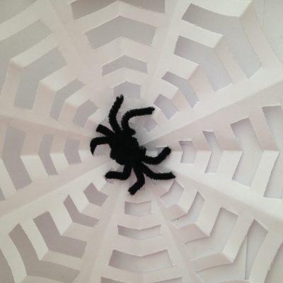 toile araignee araignee en chenille toile papierDIY halloween