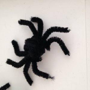 Araignée fil chenille halloween