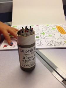 pensez à emporter de quoi colorier en voyage avec enfants