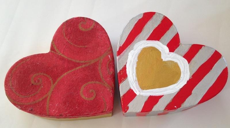 décorer boites coeur en carton peint