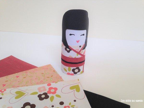 fabriquer une kokeshi en carton et papier