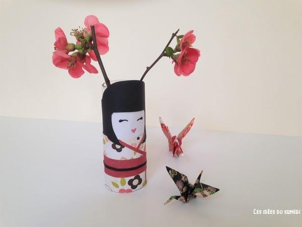 Projet DIY: fabriquer une kokeshi en rouleau de papier toilette!