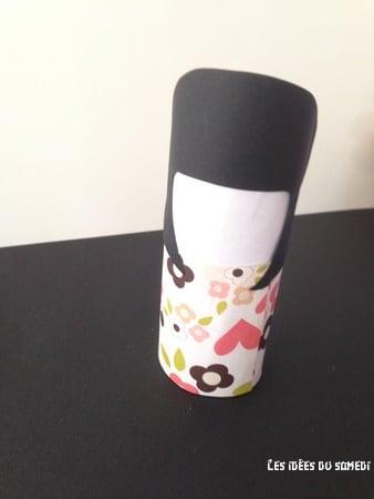 utiliser un rouleau en carton pour une kokeshi