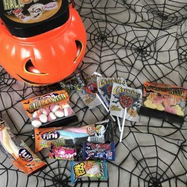 Halloween approche: des bonbons dans ma citrouille ou un sort!