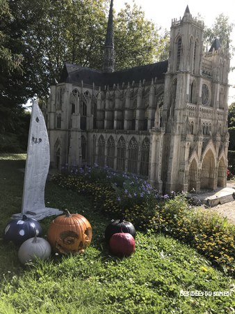 visite france miniature halloween
