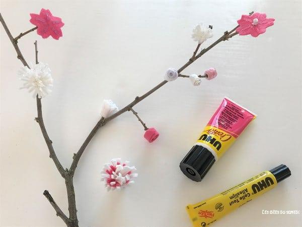 decorer une branche fleurs feutrine ruban printemps