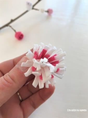 fleur-en-feutrine-blanche-et-rose
